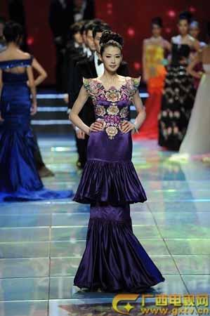 赛男模冠军——杨吉; 公司签约模特胡楠夺得第十七届中国模特之星大赛